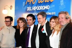 El elenco MAtungo junto a su director Mariano Farías. Ph: Alan Paul Silva